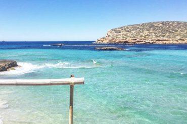 Descubre Cala Conta, la playa más conocida de Ibiza